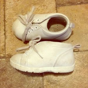 White baby shoes will be washed before shipping